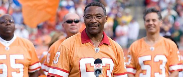 Football Hall Of Famer Lee Roy Selmon Dies After Stroke